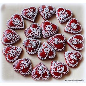 Kicsi piros tulipános szívek