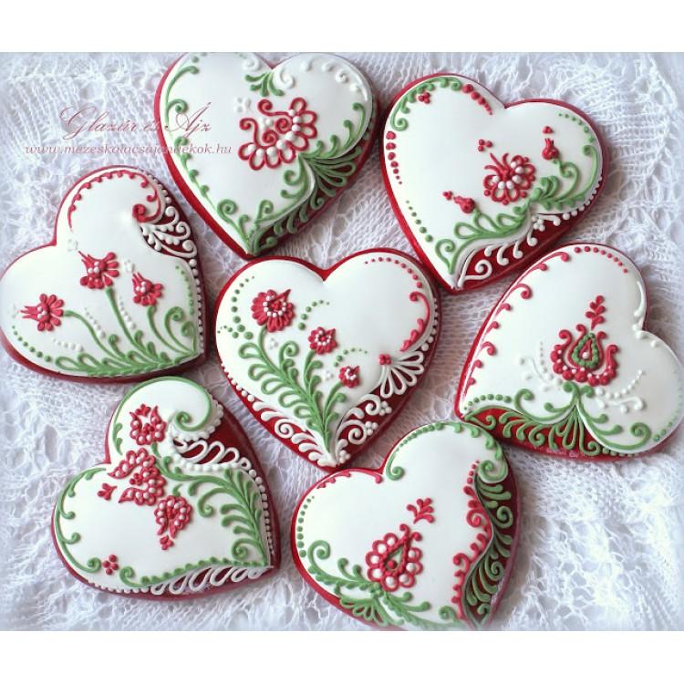 Piros-fehér-zöld tulipános mézeskalács szívek