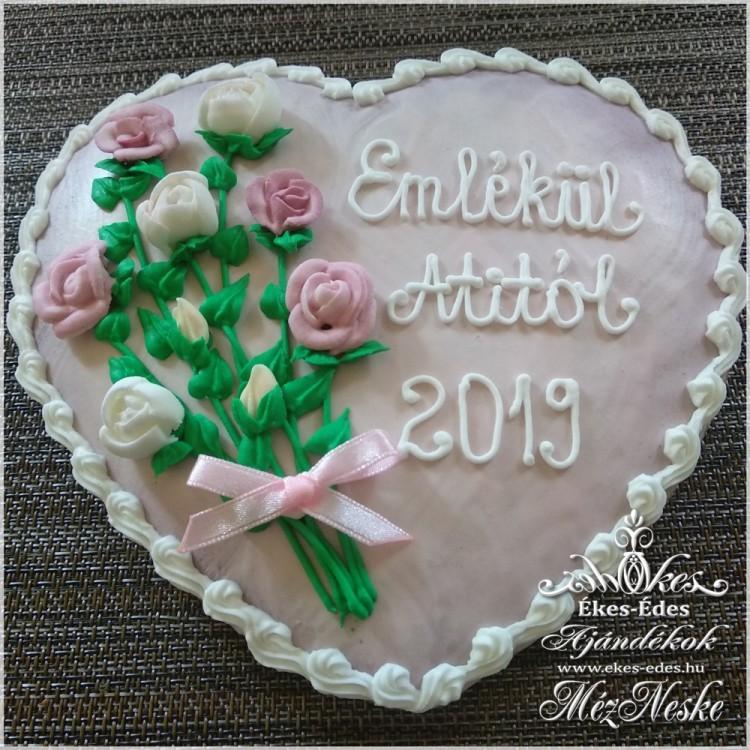 Rózsákkal díszített rózsaszín mézeskalács szív