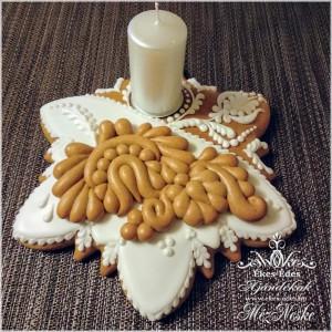Adventi mézeskalács asztaldísz gyertyával, mézeskerámia díszítéssel