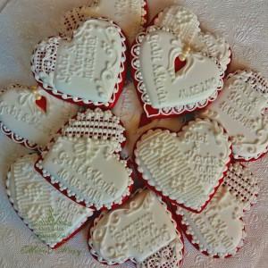 Piros fehér csipkés esküvői szív