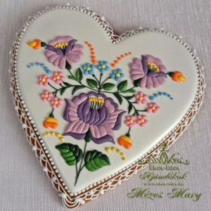 Lila rózsás kalocsai szív