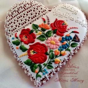 Piros rózsás kalocsai nagy szív