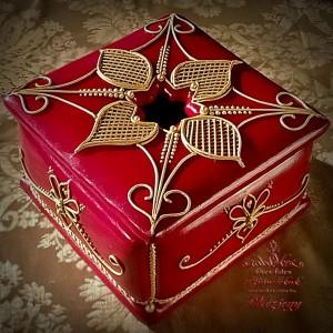 Arany-bordó karácsonyi doboz