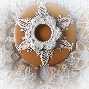 Natúr-fehér karácsonyi mécsestartó mézeskalácsból